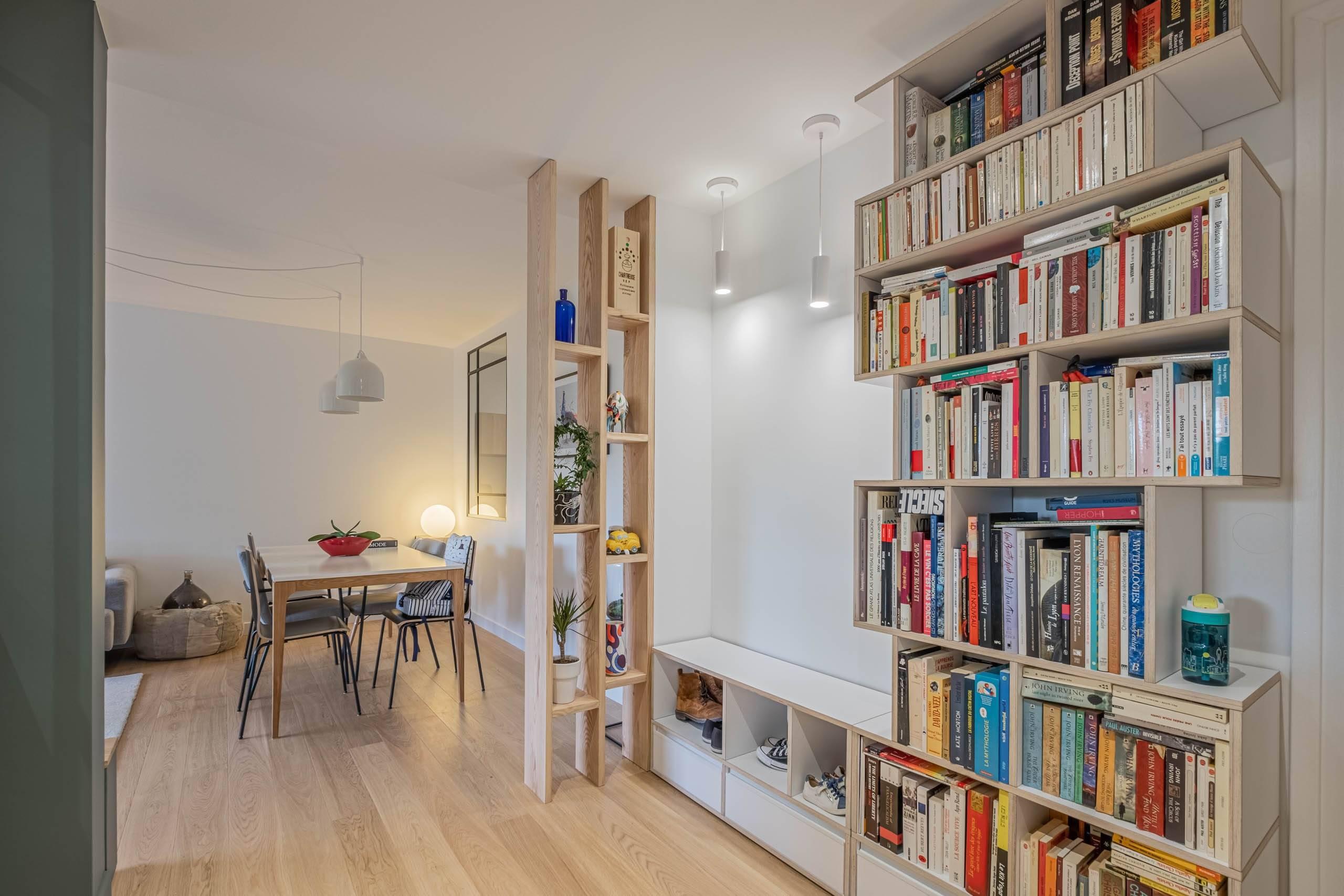 Bibliothèque et claustra bois appartement lyonnais