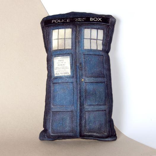 Тардис из «Doctor Who». Декоративная подушка