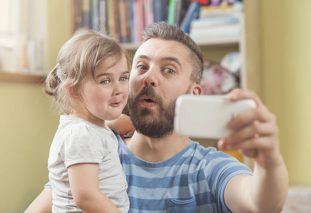 dad and daughter selfie