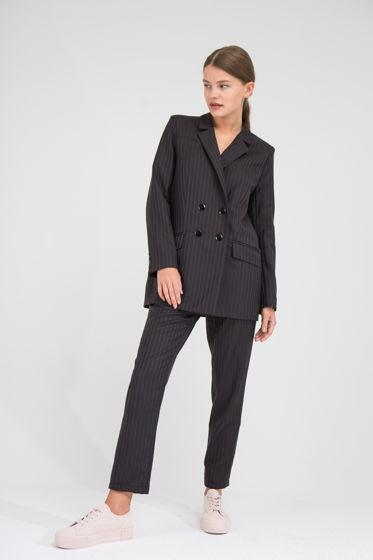 Черный костюм в розовую полоску, натуральная ткань