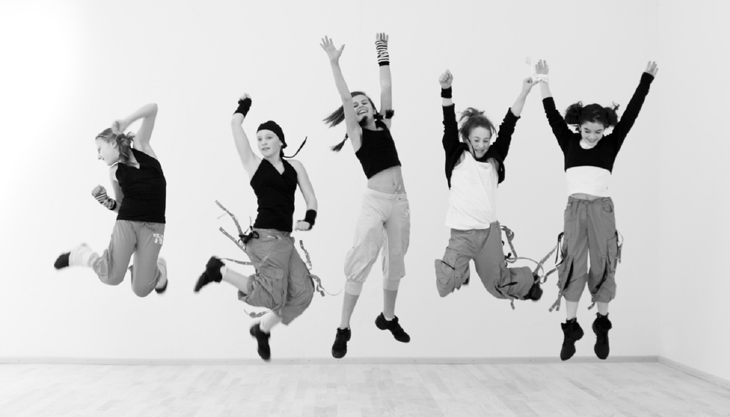 tanzstudios nett friends jumping
