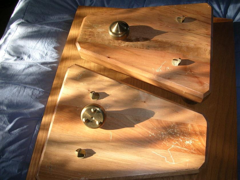 Mapleshade  Bedrock 1 Speaker Stands