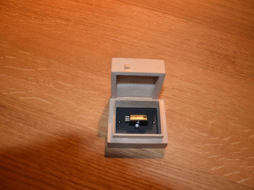 Koetsu Black Cartridge Demo model