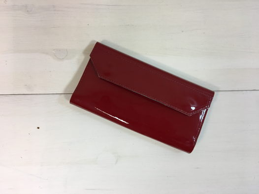 Женский кошелек из лакированной кожи