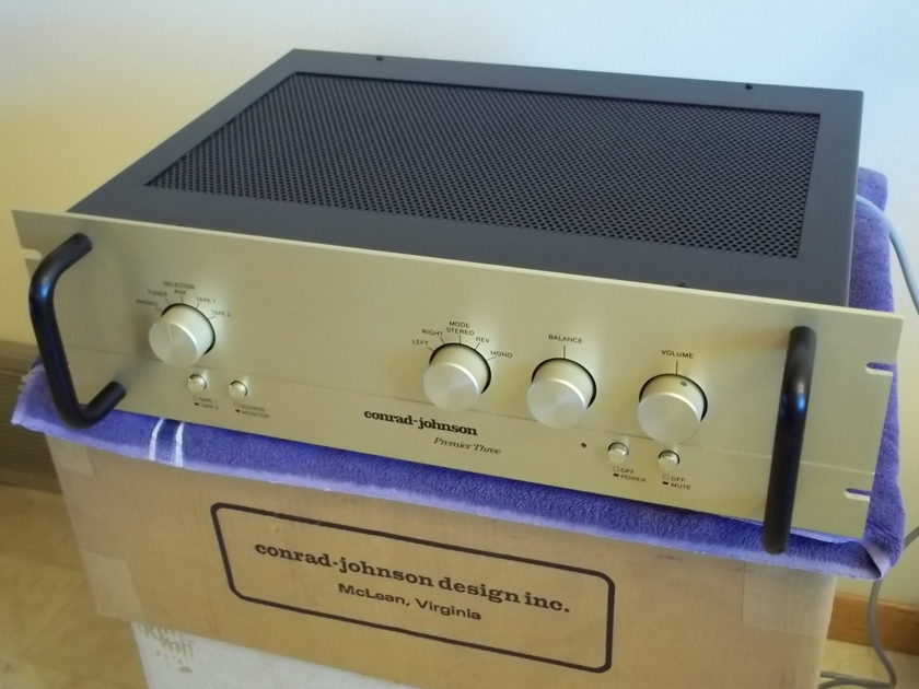 Conrad Johnson Premier 3  tube preamplifier excellent condition with box