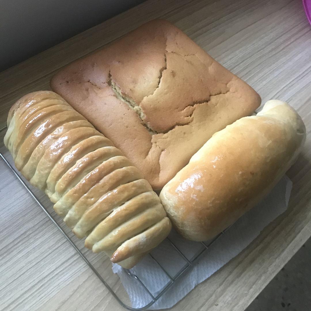 Cinnamon loaf, red bean loaf and banana cake 🍰 👍🏻🙌🏻💛