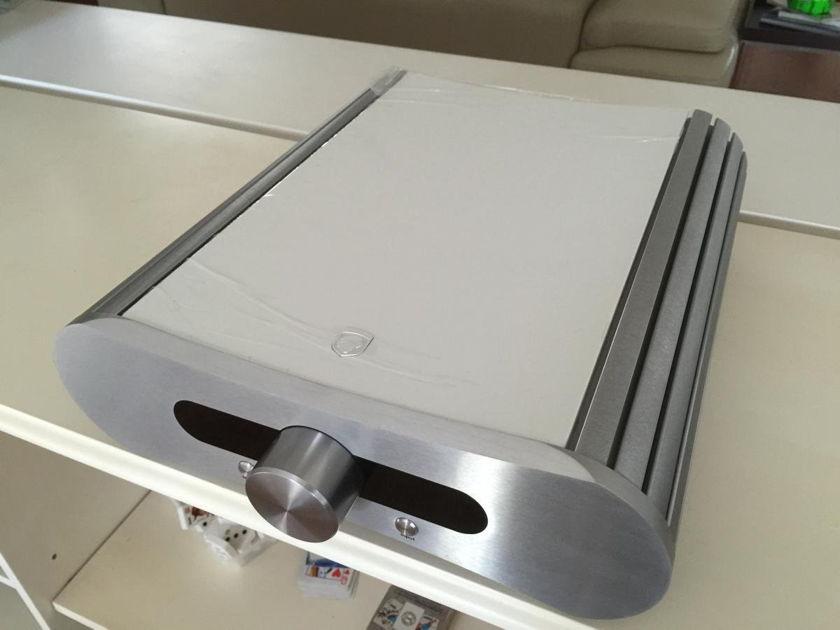 Gato Audio DIA-400 (400w/ch) Integrated/DAC