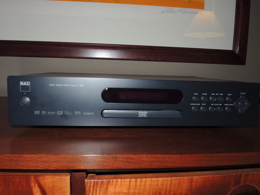NAD  T-585 CD / SACD / DVD Excellent Condition