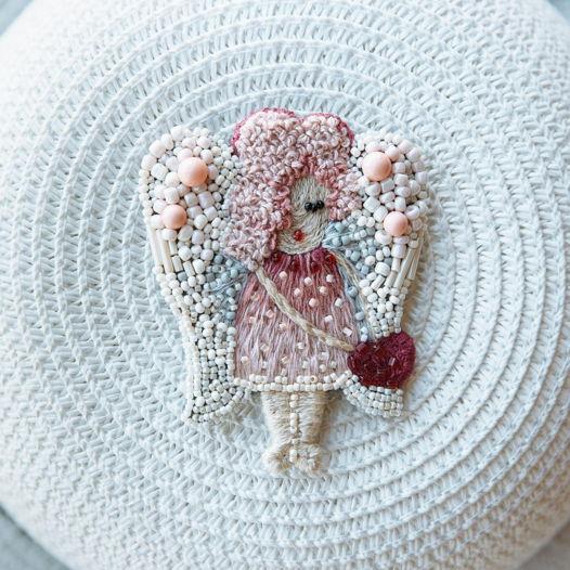 Брошь из бисера с элементами вышивки  «Ангел»