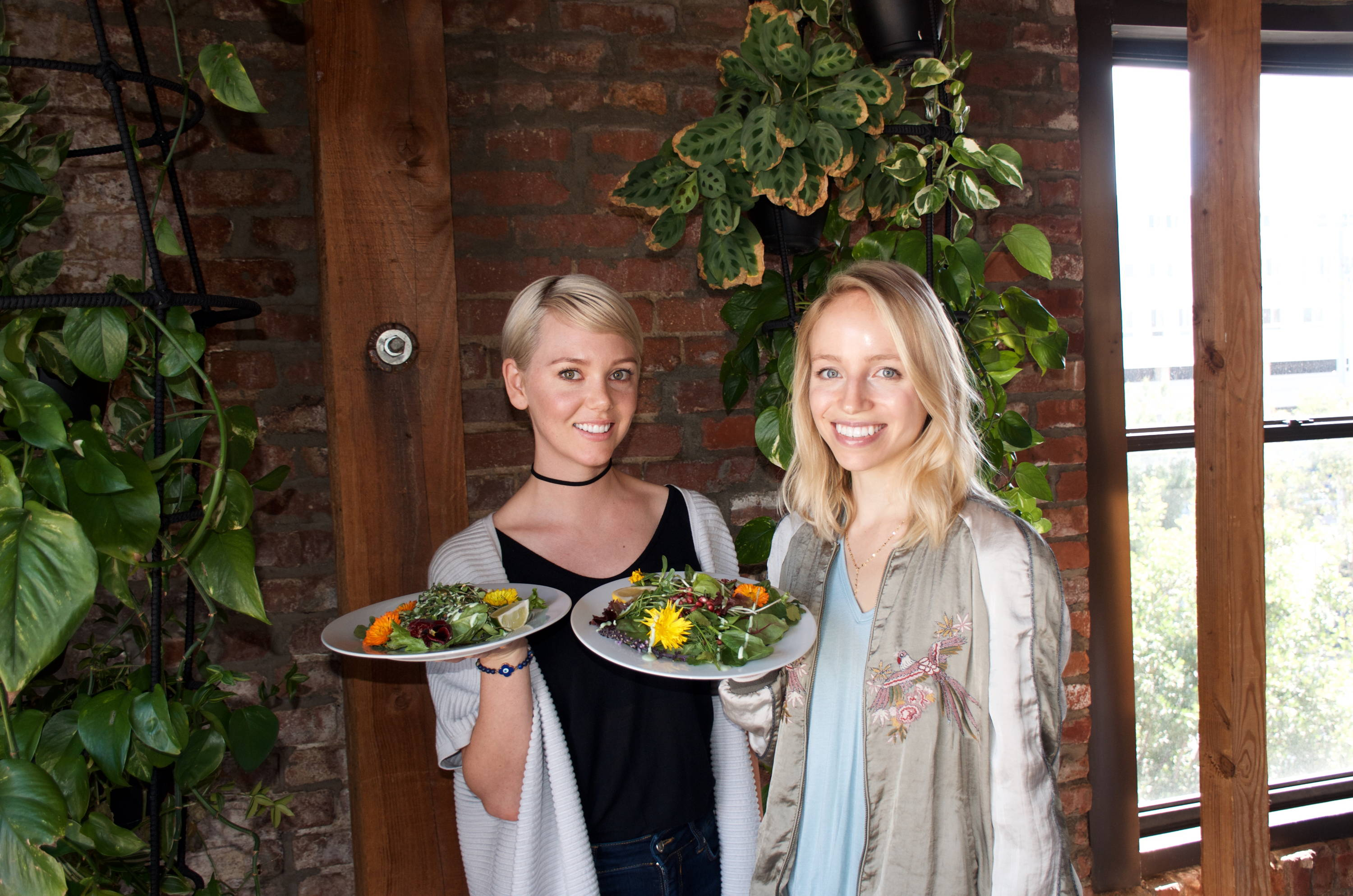 Food influencers with vegan brunch