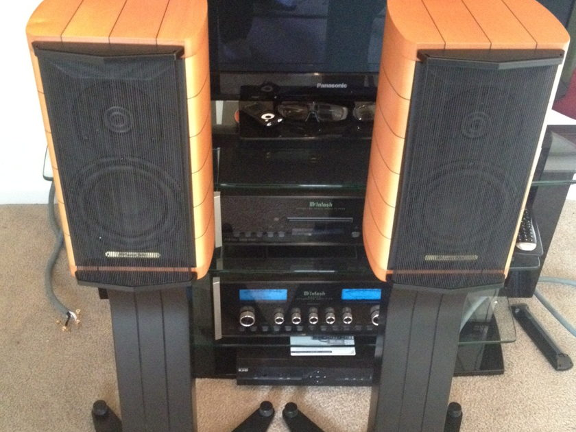 Sonus Faber Cremona Auditor M With Stands  Sonus Faber