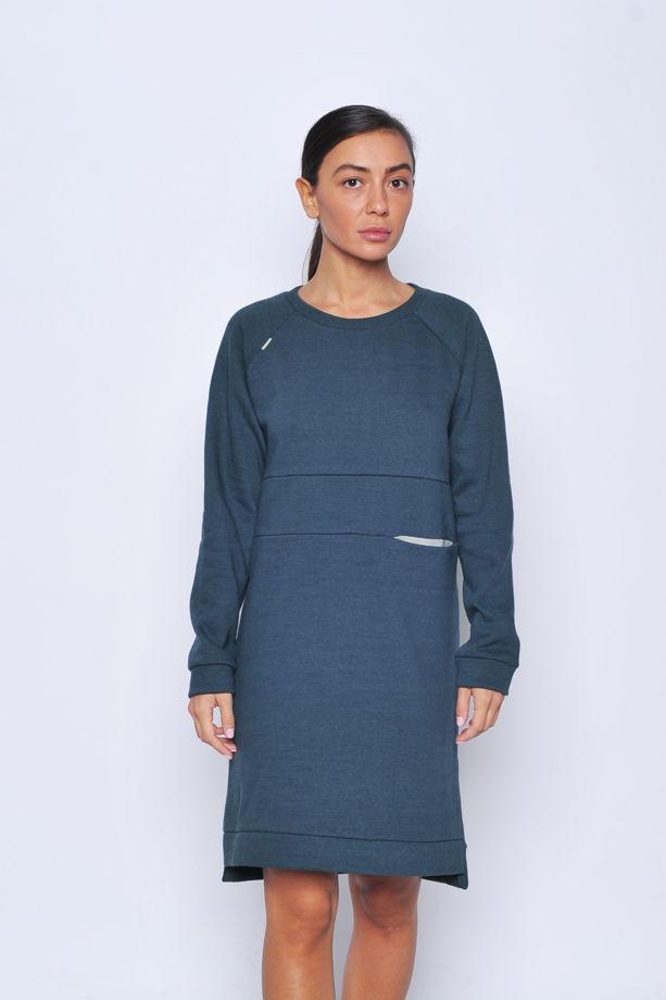 Теплое платье с карманом