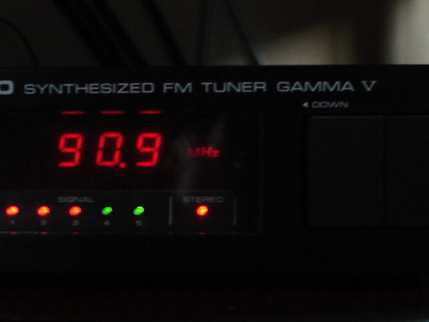 Nikko Gamma V FM tuner,  very clean, great reception, complete power supply recap