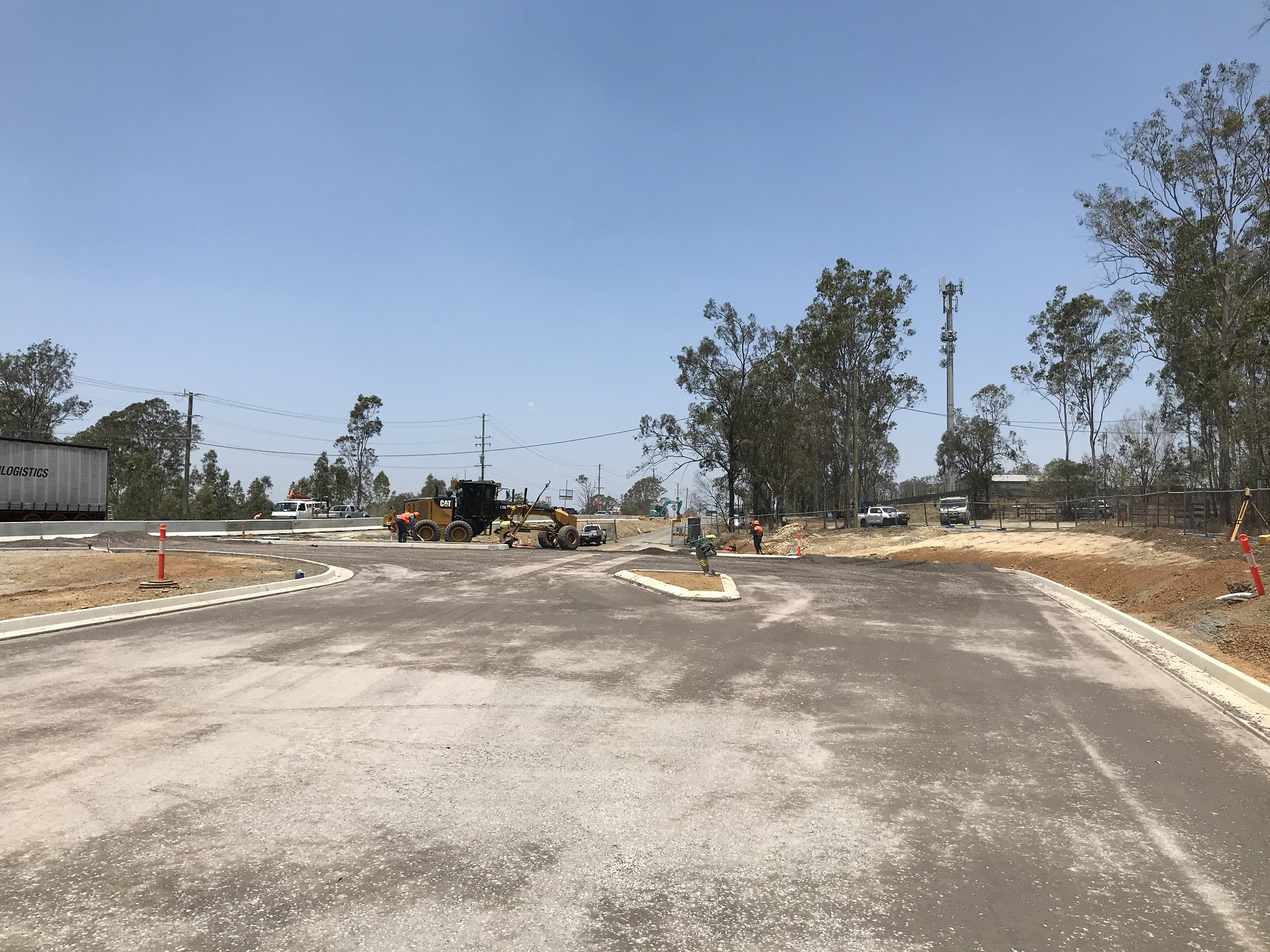 The Crest Road intersection with the Mount Lindesay Highway was reconstructed as part of the project