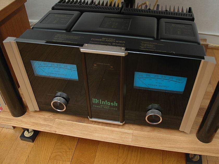 McIntosh MC252 Stereo Amplifier :  An Absolute Giant-Killer!