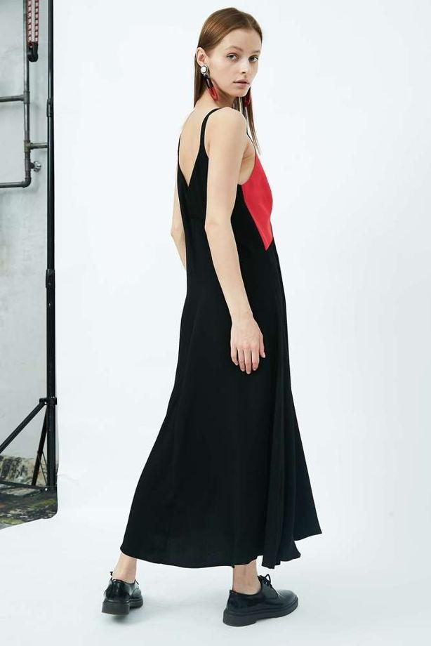 Платье длины макси на бретелях