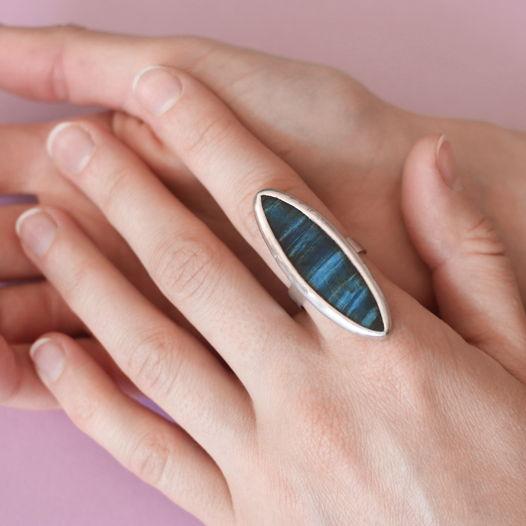 Кольцо сине-голубое из дерева и олова