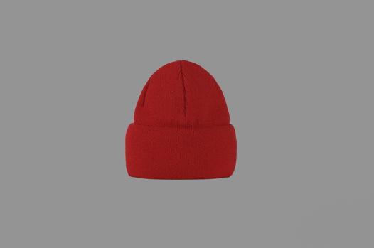 Красная зимняя шапка