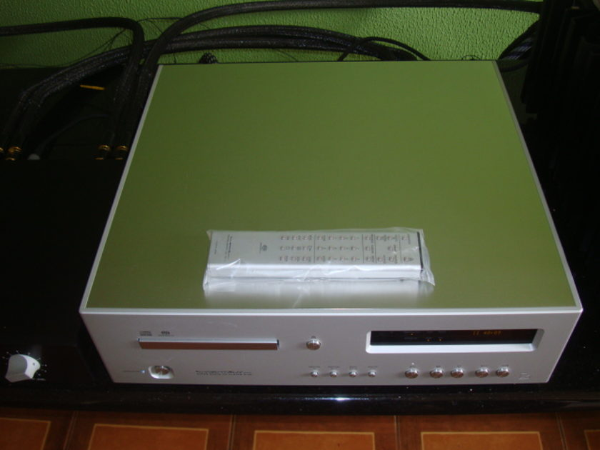 Luxman D-06 European (230V) 5 Months Old FREE SHIPPING WORLDWIDE AND FREE PAYPAL FEE