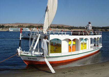felucca-support-boat