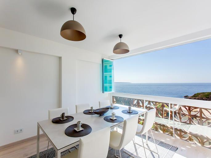 Sea view apartment with beach access in Puerto Portals