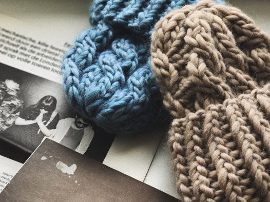 Обьемная шапка из шерсти с альпакой.