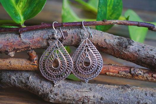 Серебряные серьги-капли с узорами