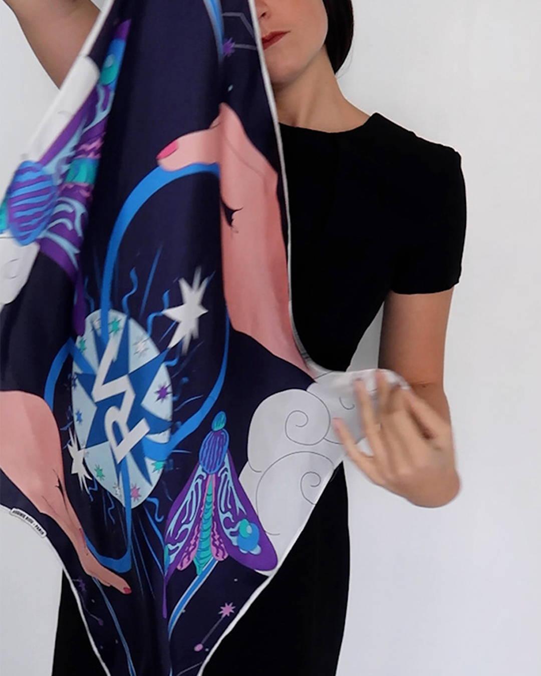 Les foulards virginie riou, éthiques et colorés, pour votre bien-être