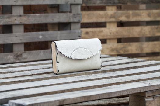 Клатч белый с деревянными вставками