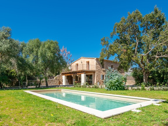 Puerto Andratx - Nice house with large plot for sale in Pollensa in Mallorca