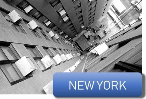 des climatiseurs sur un immeuble à New York