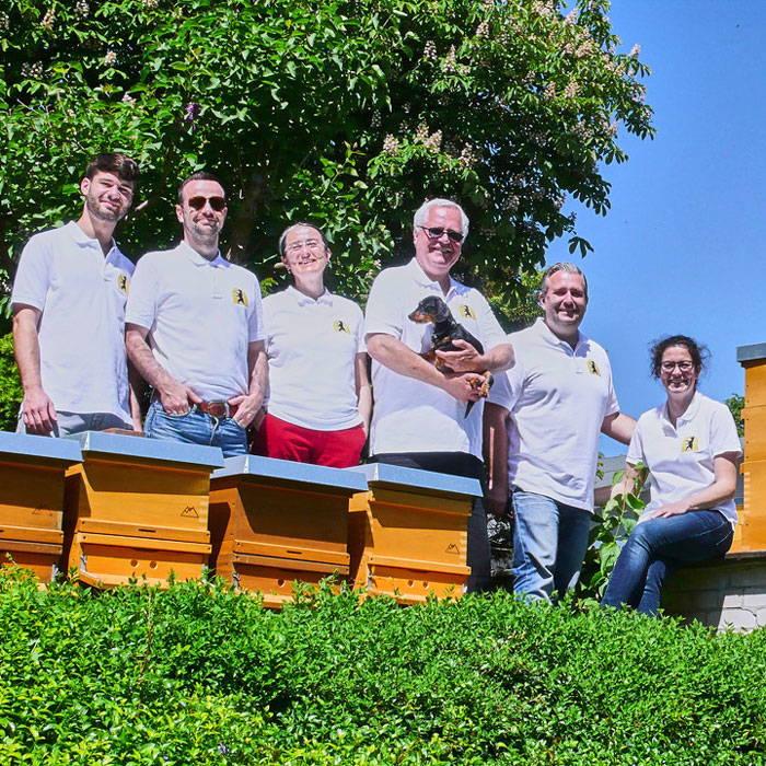 Das Team der Imkerei Fließgold