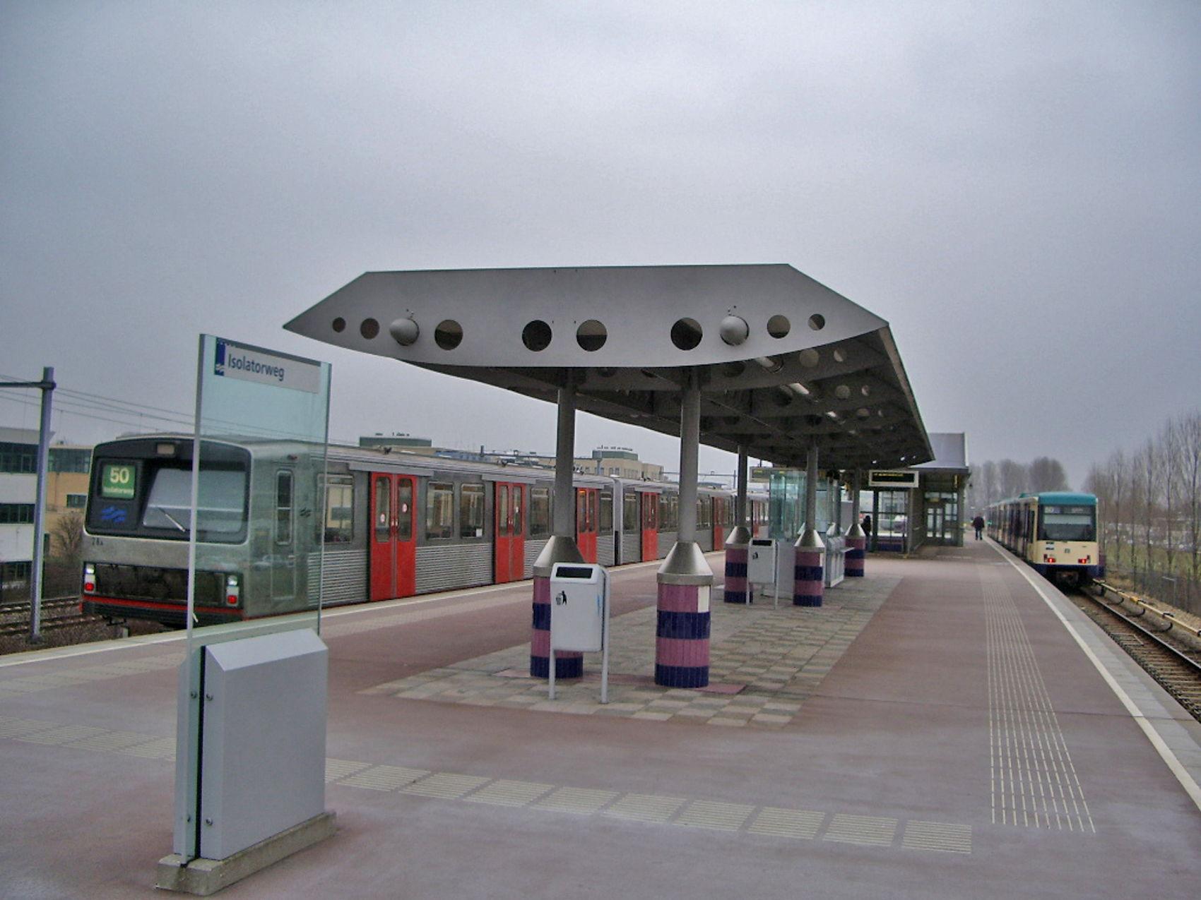 zilvermeeuw bij station isolatorweg