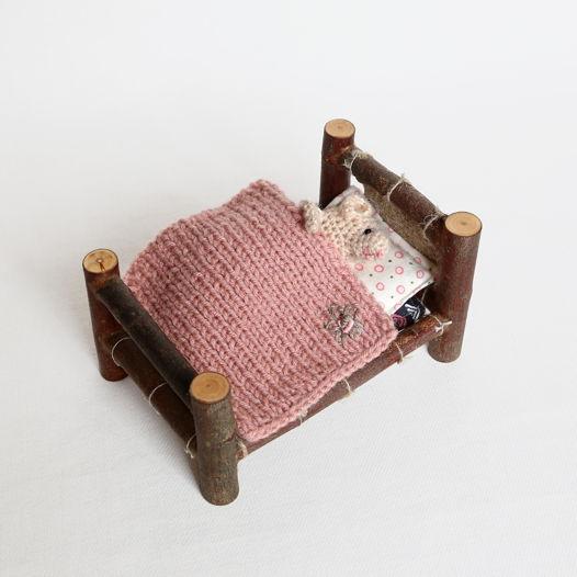 """Вязаный мышонок в кроватке """"нежное утро"""""""
