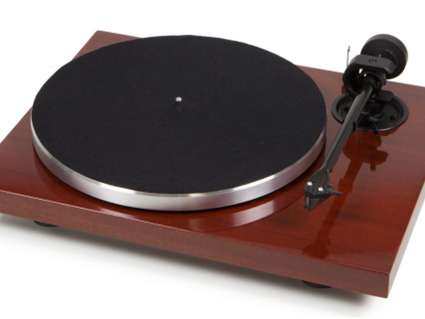Project Audio 1Xpression Carbon Classic Turntable (mahogany)