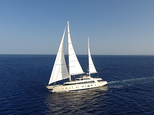 Bologna - Yacht Aresteas measures length of 51 meters and sails top speed of 15 knots. The comfortable interior by Aldo Viani can accommodate up to 12 guests.The interior of Aresteas comprises a master suite, two VIP suites, two twin and one double cabin. (Image source: Engel & Völkers Yachting)