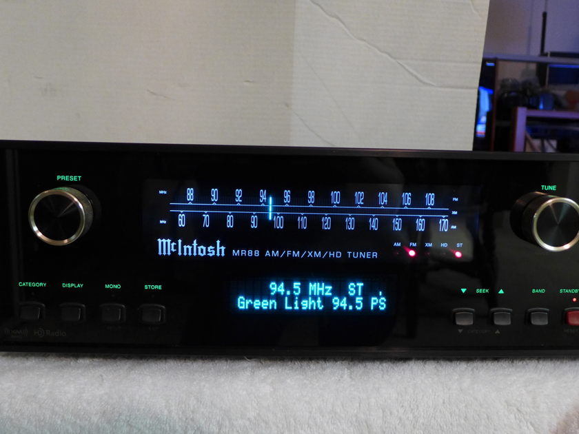 McIntosh  MR 88 AM/FM/HD/XM tuner