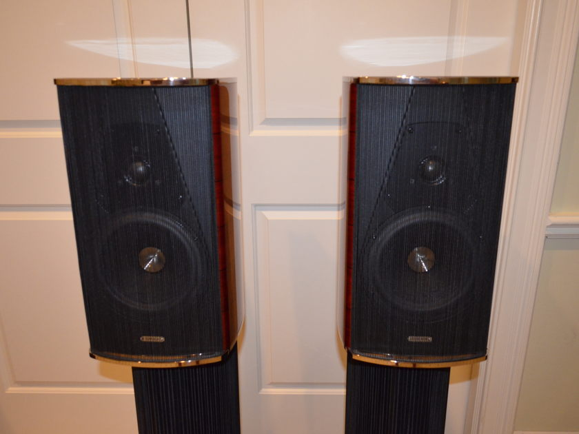 Sonus Faber Guarneri Evolution Violin Red Finish with Stands