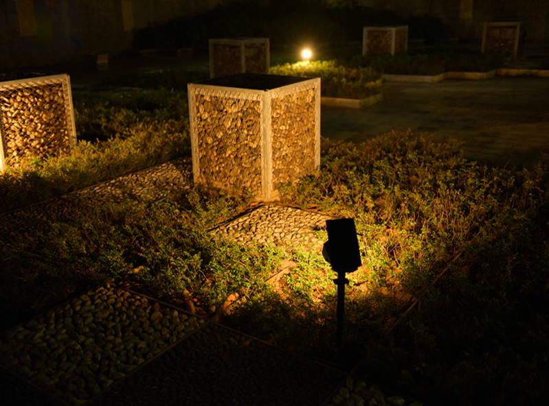 """<img src=""""spotlights.jpg"""" alt=""""solar landscape spotlights lighting in the patio"""">"""