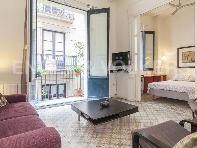 Inmobiliaria en sant pere and santa caterina in barcelona maria danilova - Piso con licencia turistica barcelona ...