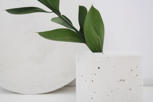 Малое кашпо из бетона Pure White