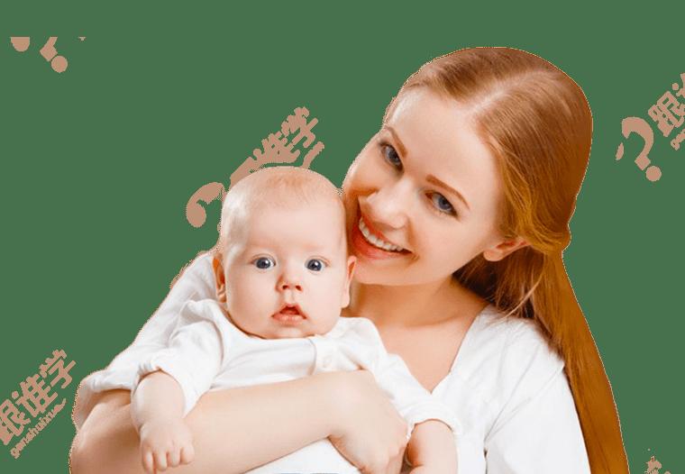 Maman souriante avec son bébé