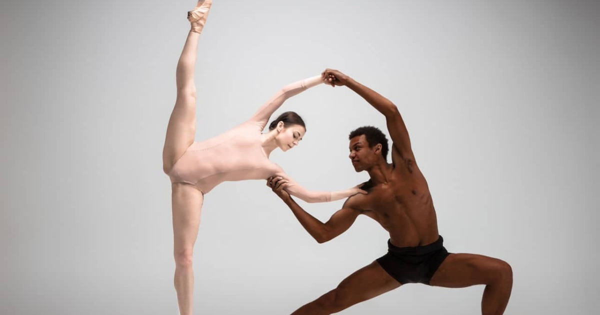 Couple of ballet dancers1