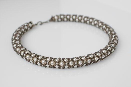 Ожерелье-жгут из японского бисера и жемчуга Swarovski