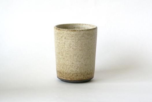 Бежевый керамический стакан из шамота