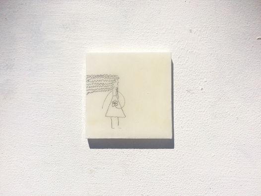 """Архитектурная белая брошь """"Жизнь прекрасна"""", деревянная, ручной работы"""