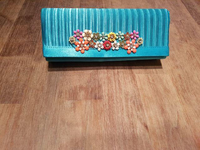 RENTERS BAY: Cute flower green/blue purse