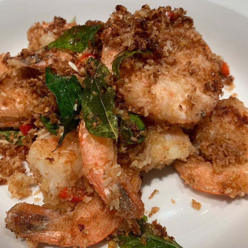 This is a wonderful recipe.  Nice aromatic curry leaves, grated coconut texture, sweetness of the prawns, and spiciness of bird-eye chillies mixed in butter with garlic, shallot.  We are very thankful to Nyonya Cooking.