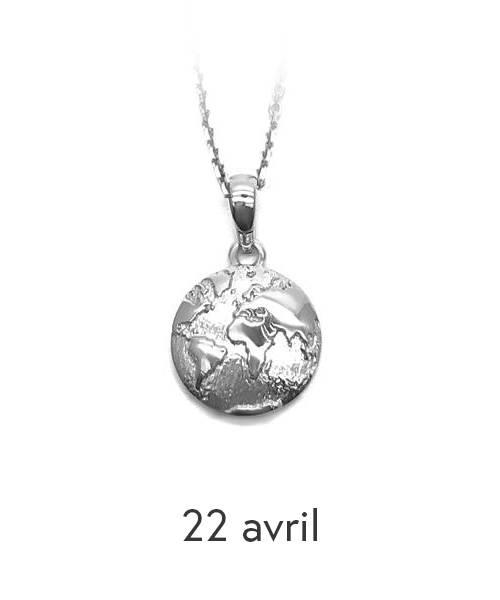 Pendentif rond représentant le globe terrestre en argent sterling