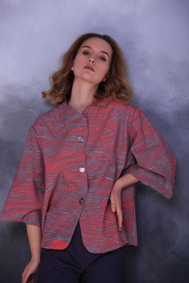 Жакет с волнами из редкой шерстяной ткани.